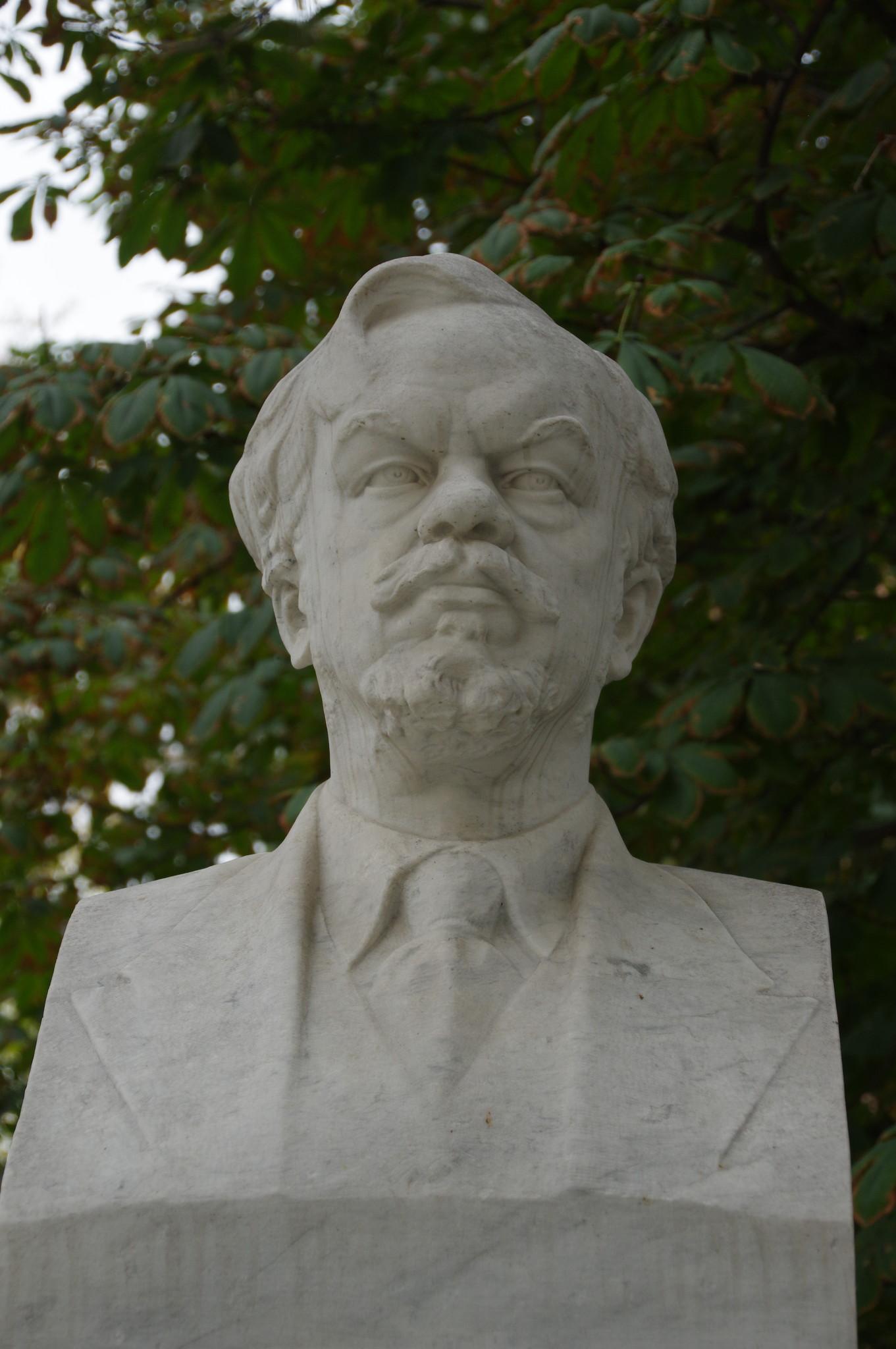 Памятник Сергею Алексеевичу Чаплыгину в Москве