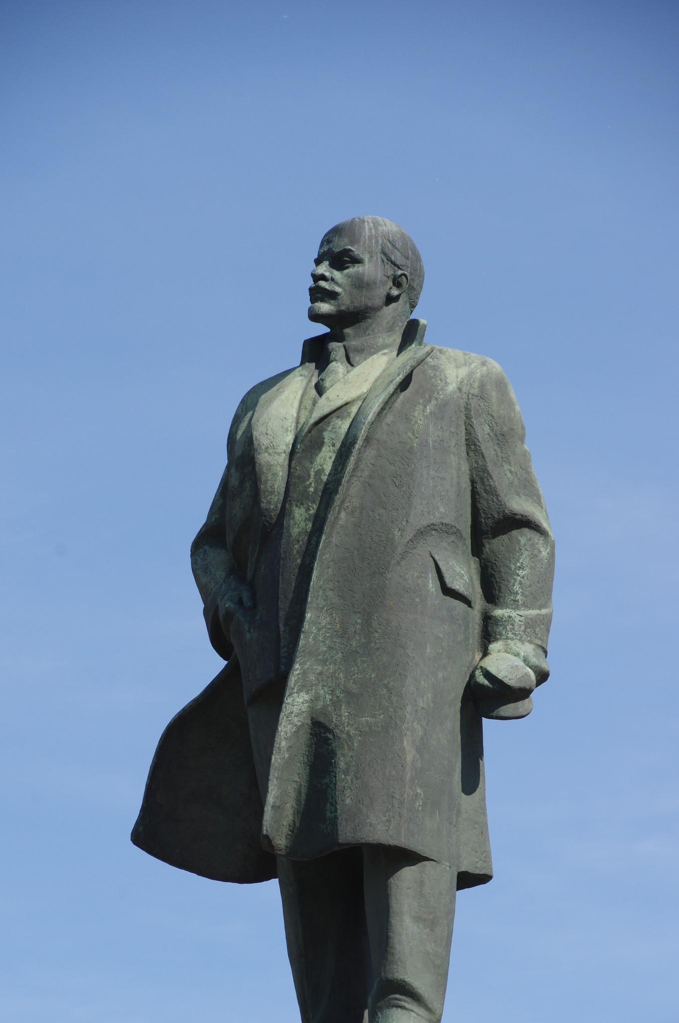 Памятник В.И. Ленину на Калужской площади