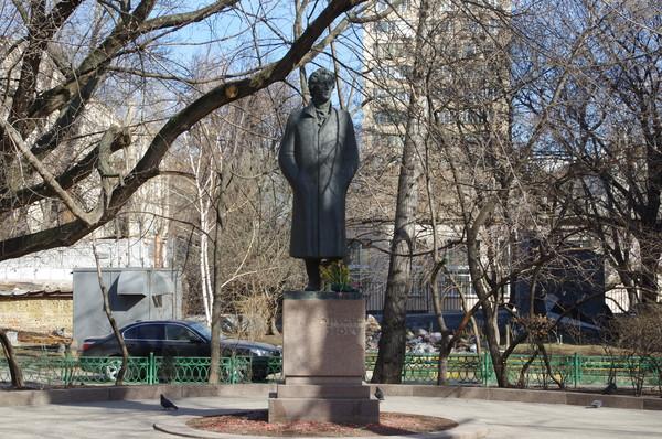 Памятник Александру Блоку в Москве, на улице Спиридоновка