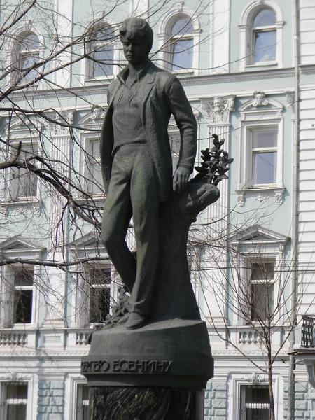 Памятник Сергею Есенину на Тверском бульваре в Москве