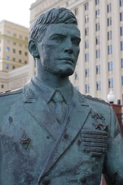 Памятник героям фильма «Офицеры» на Фрунзенской набережной в Москве