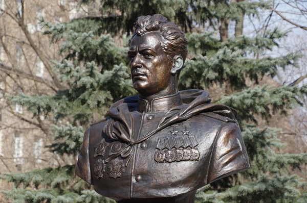 Памятник генералу армии Ивану Даниловичу Черняховскому