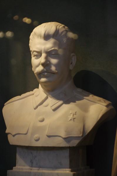 Бюст И.В. Сталина. Скульптор Н.В. Томский. 1950 г. (Центральный музей Вооружённых сил Российской Федерации)