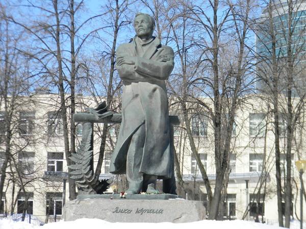 Памятник Янке Купале в Москве