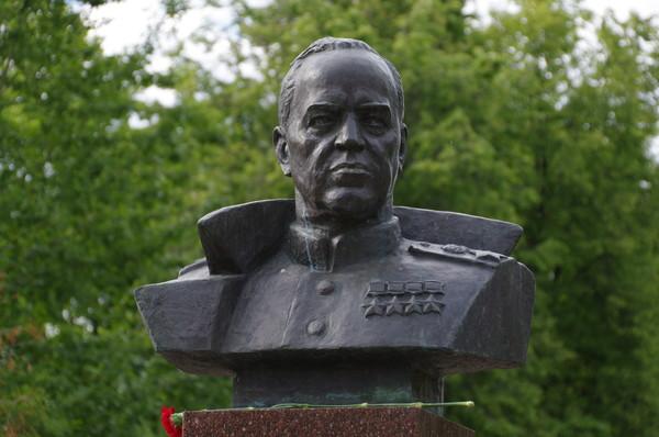 Бюст Георгия Константиновича Жукова установлен в Москве на 3-ей Северной линии