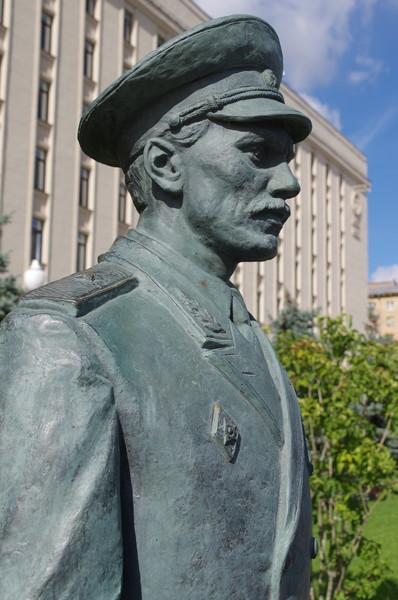 Памятник героям фильма «Офицеры» на Фрунзенской набережной