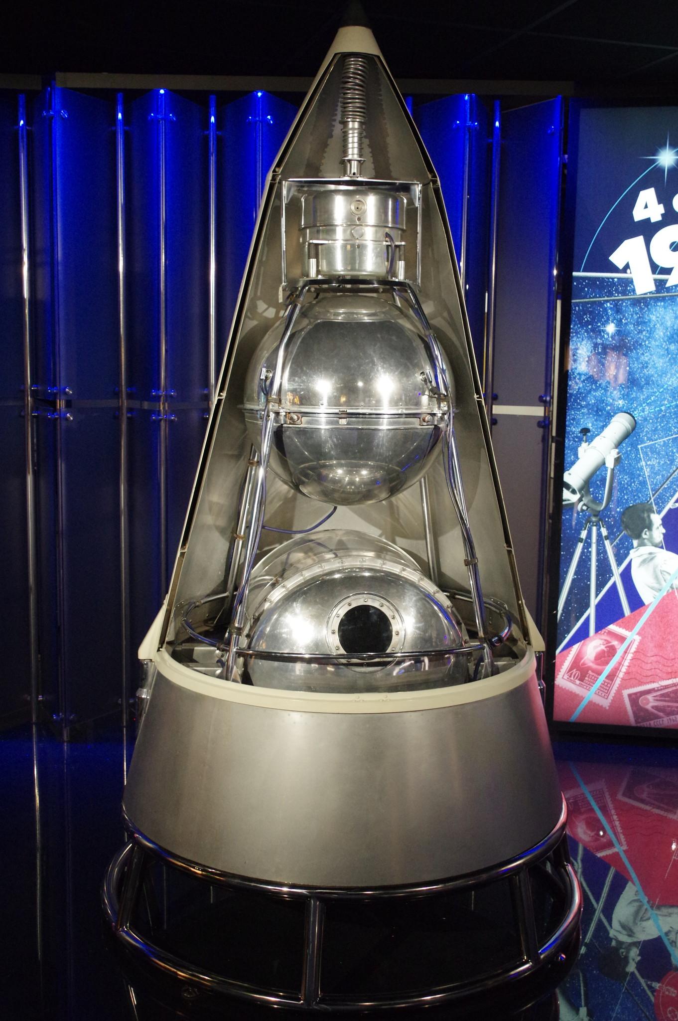 Модель КА «Спутник-2» (первый в мире биологический спутник) в Музее Космонавтики