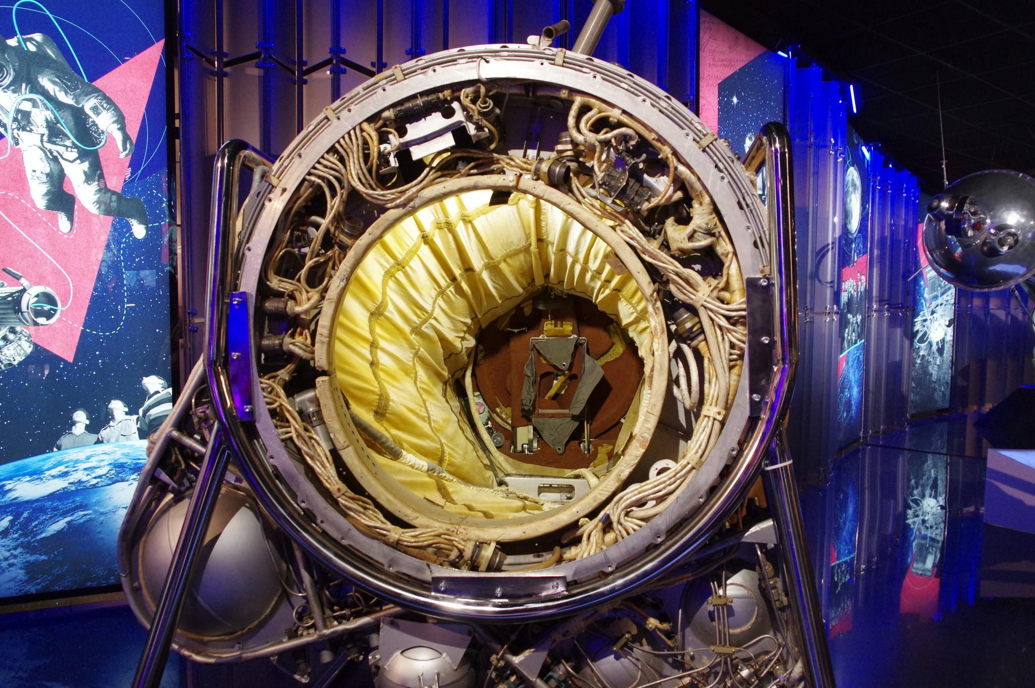 Шлюзовая камера космического корабля «Восход-2» в Музее Космонавтики