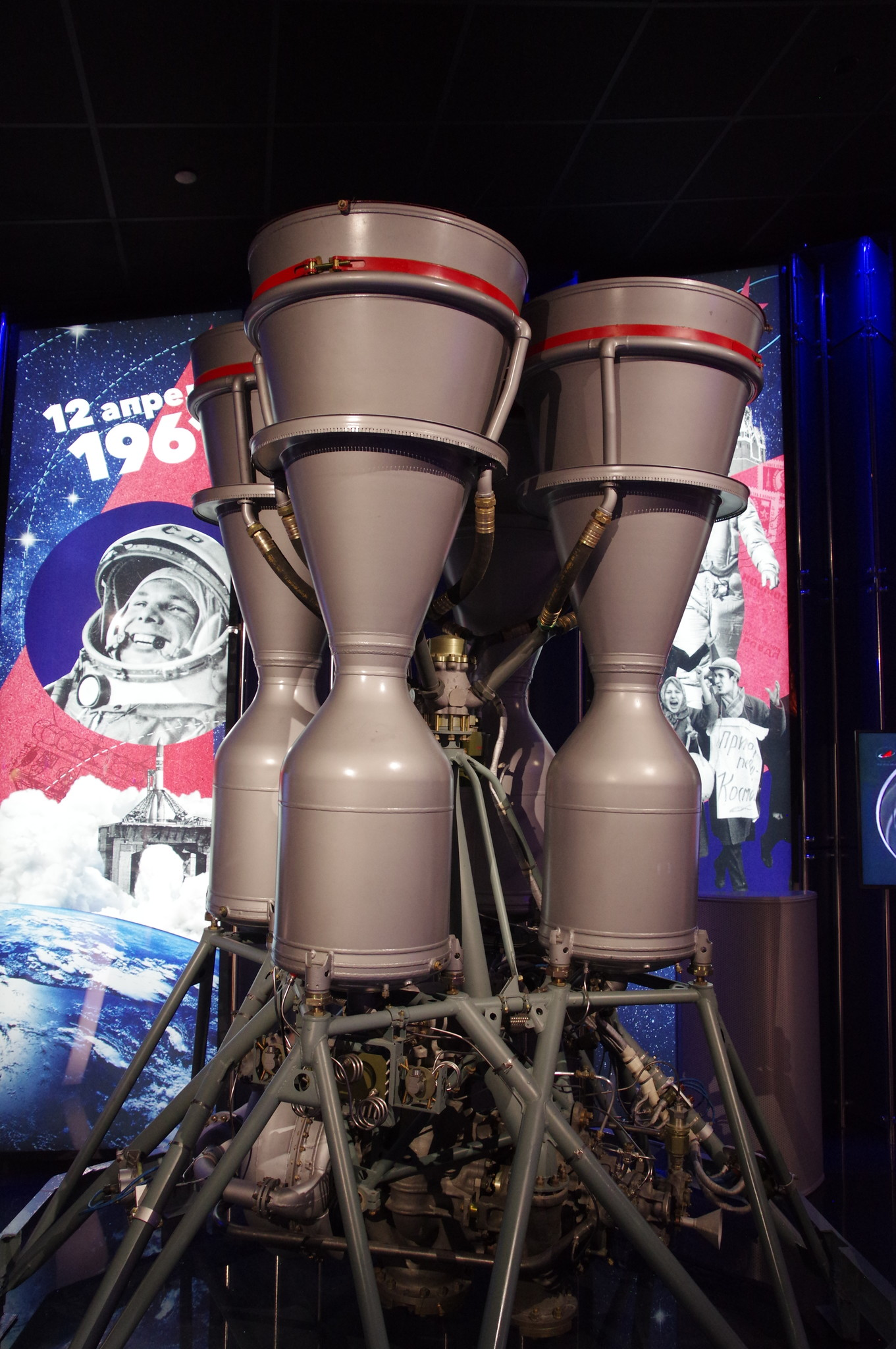 Жидкостный ракетный двигатель РД-107 для первой ступени ракеты-носителя «Восток» (Технологический дубликат). Мемориальный музей космонавтики (Проспект мира, дом 111)