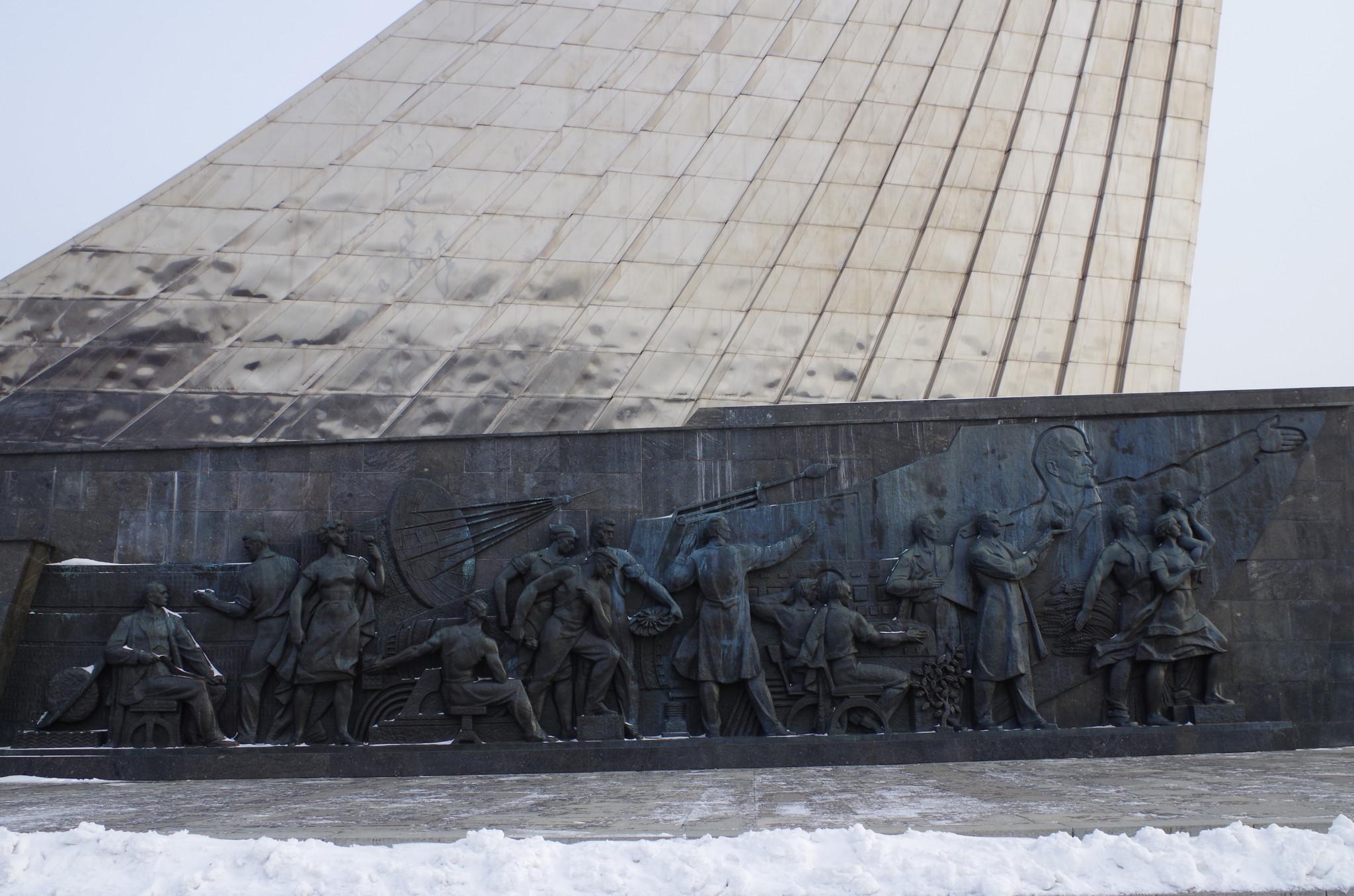 Стилобат монумента «Покорителям космоса»