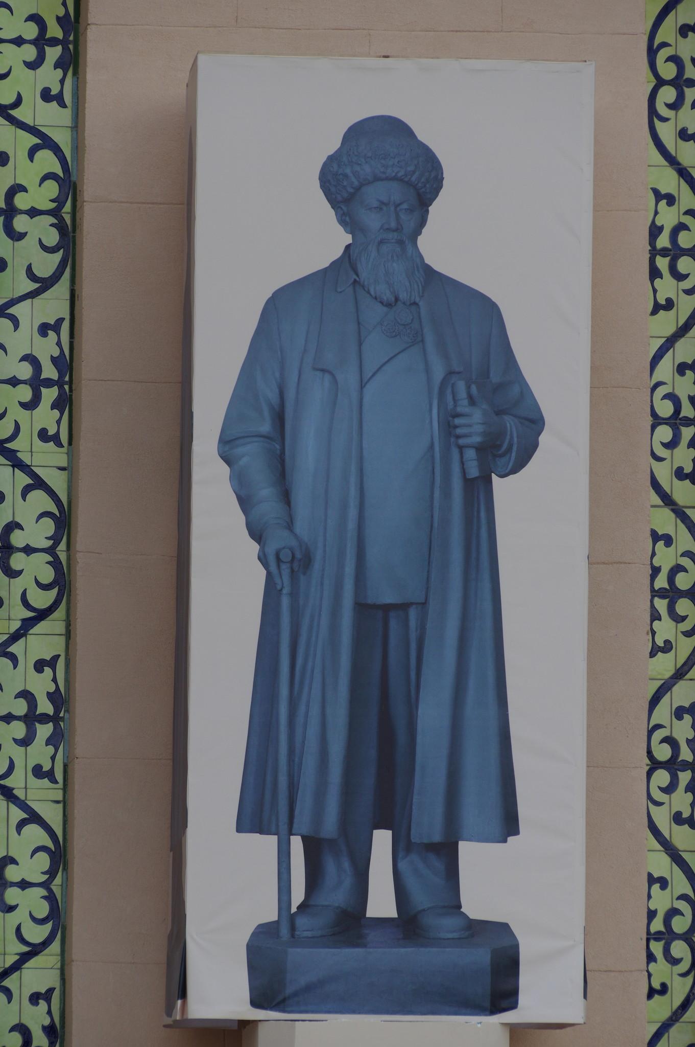 Здесь будет скульптура казахского поэта Джамбула Джабаева
