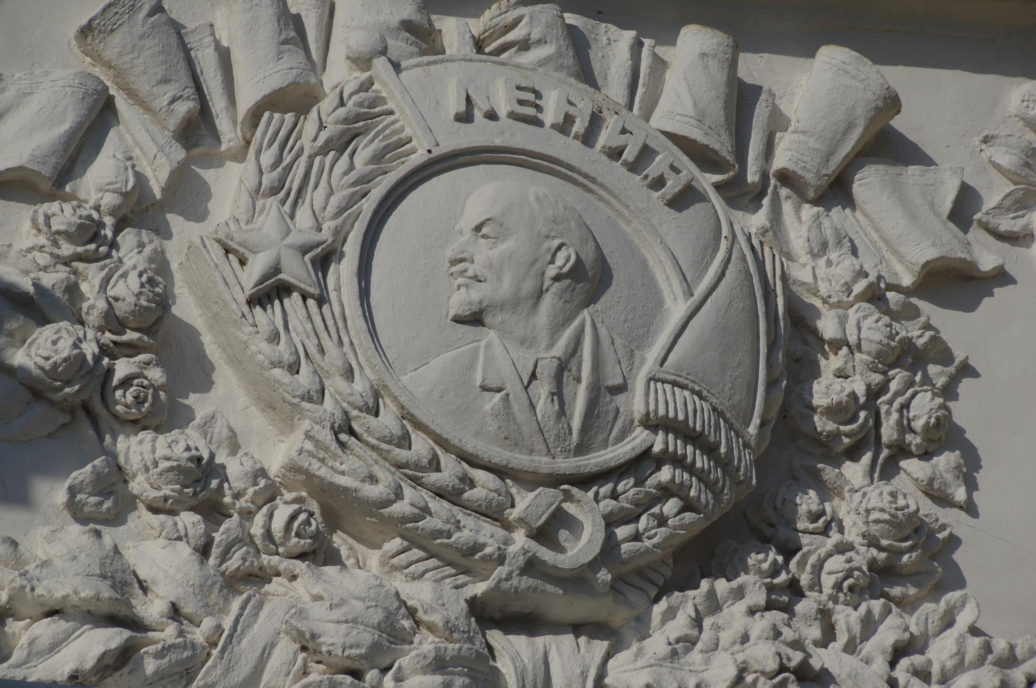Орден Ленина на фасаде павильона № 59 ВДНХ