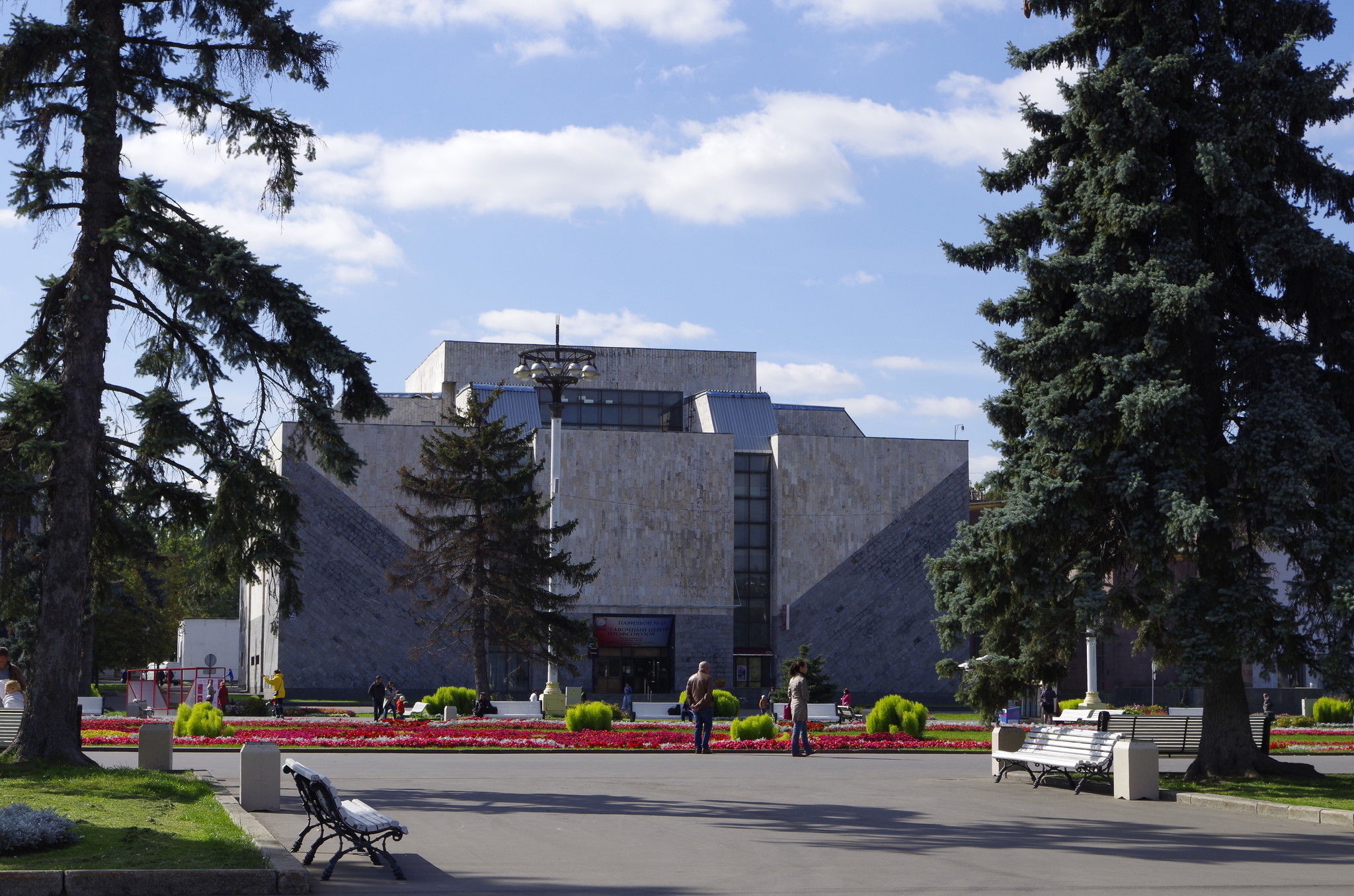 Павильон № 12 « Выставочный центр профсоюзов» на ВДНХ