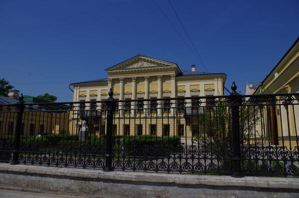Центральная библиотека № 112 имени А.С. Пушкина ЦБС №1 (Спартаковская улица, дом 9)