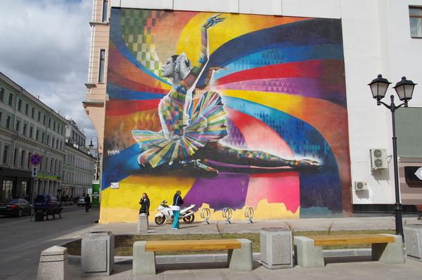 Знаменитый художник Эдуардо Кобра нарисовал на Большой Дмитровке Майю Плисецкую