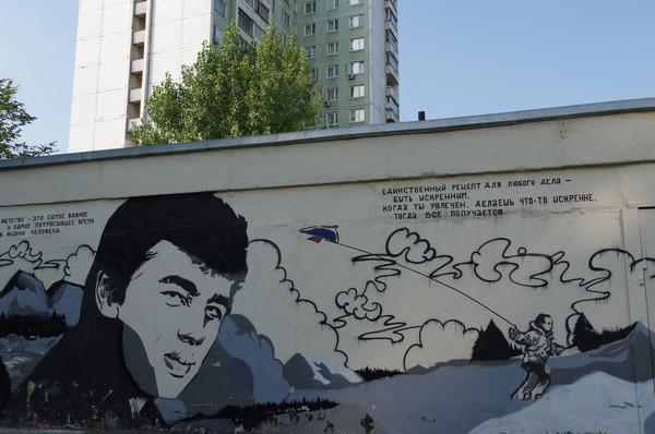 Граффити-портрет Сергея Бодрова на Череповецкой улице