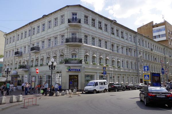Мемориальная квартира поэта Андрея Белого находится на улице Арбат, дом 55/32