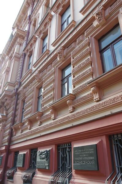 Мемориальная доска на доме (Романов переулок, дом 3), в котором в 1923-1973 годах жил Семён Михайлович Будённый