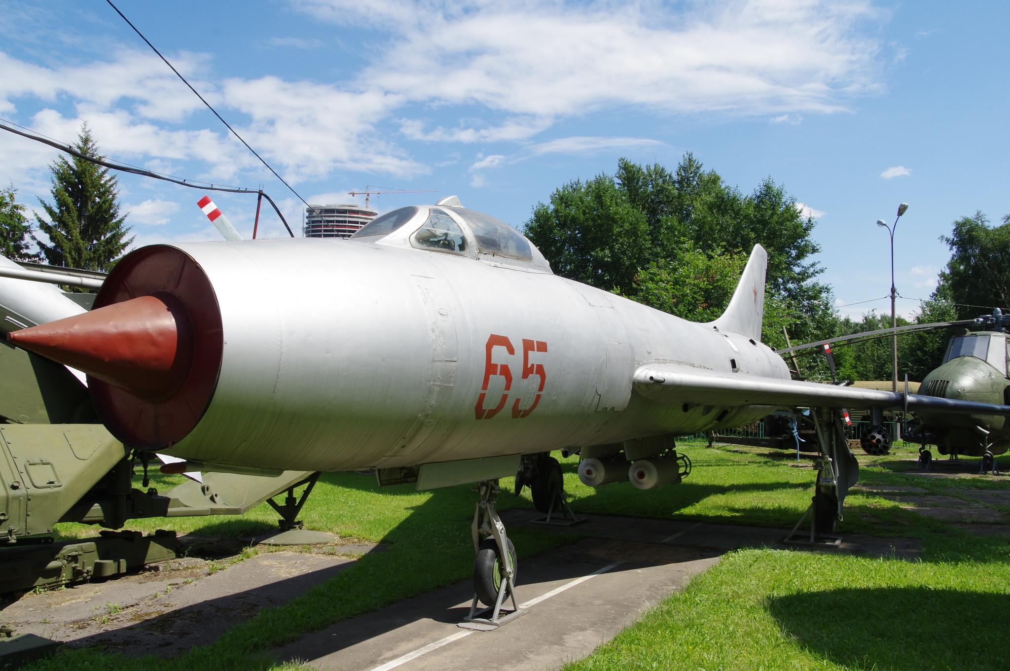 Реактивный истребитель-бомбардировщик Су-7Б. Центральный музей Вооруженных сил Российской Федерации (улица Советской Армии, 2)