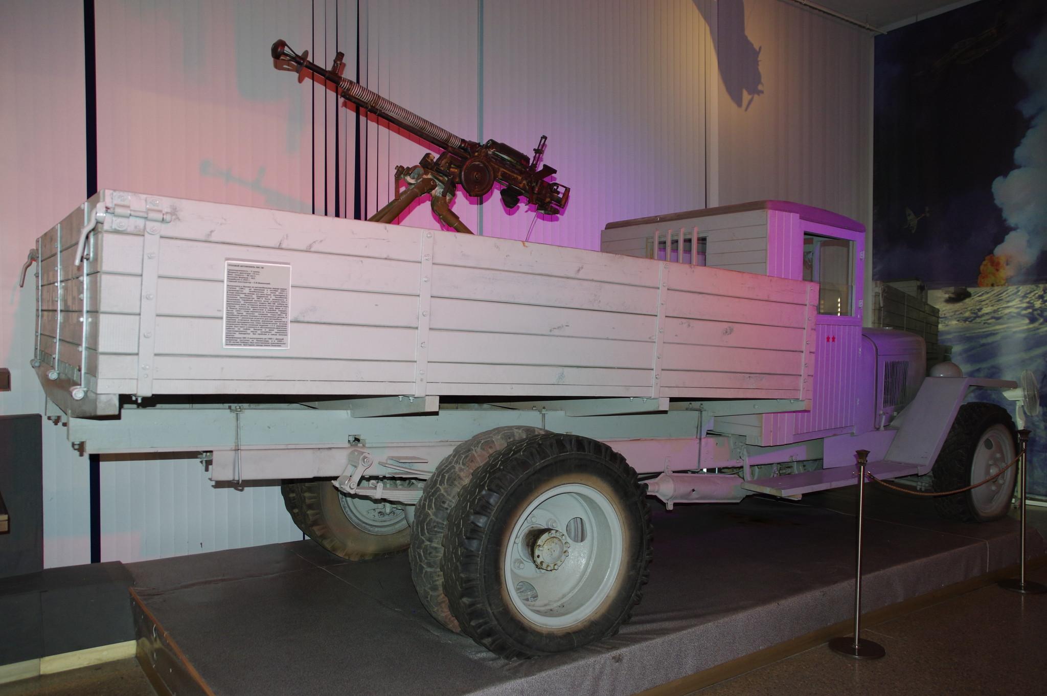 Крупнокалиберный пулемёт ДШК на грузовом автомобиле ЗИС-5В (Центральный музей Вооружённых Сил)
