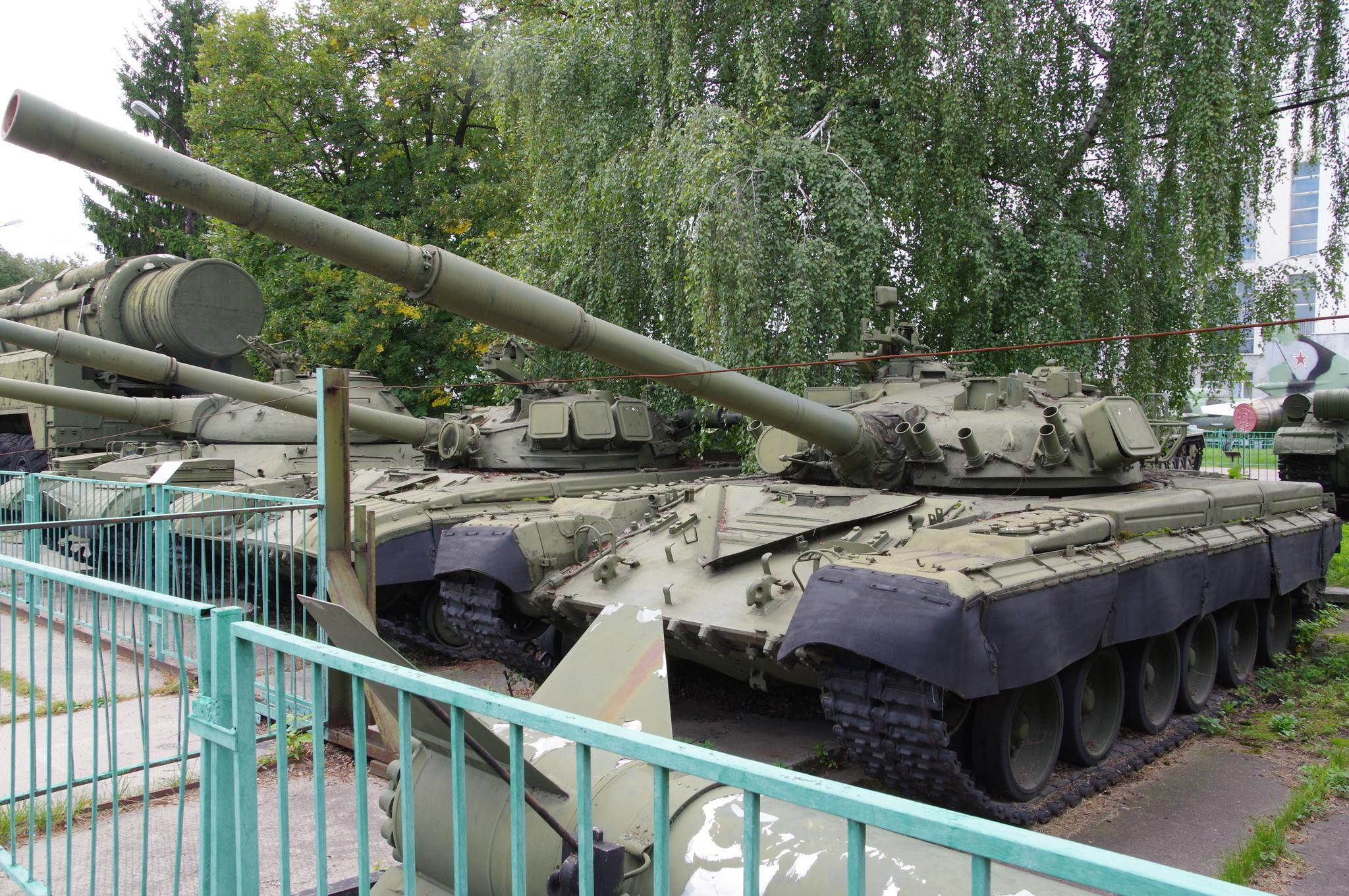 Основной боевой танк Т-80 в Центральном музее Вооружённых Сил