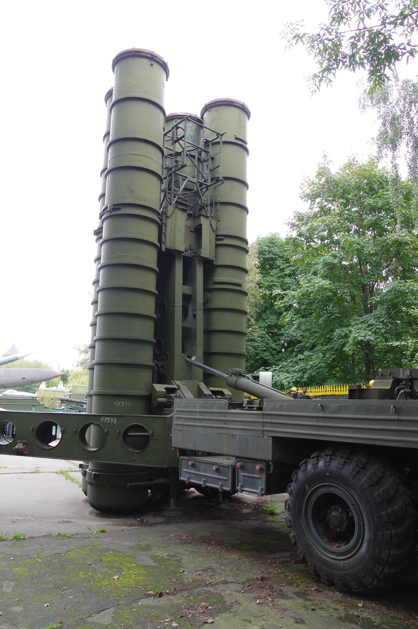 Пусковая установка зенитных ракет комплекса С-300ПТ (1978 г.) в экспозиции Центрального музея Вооружённых сил Российской Федерации
