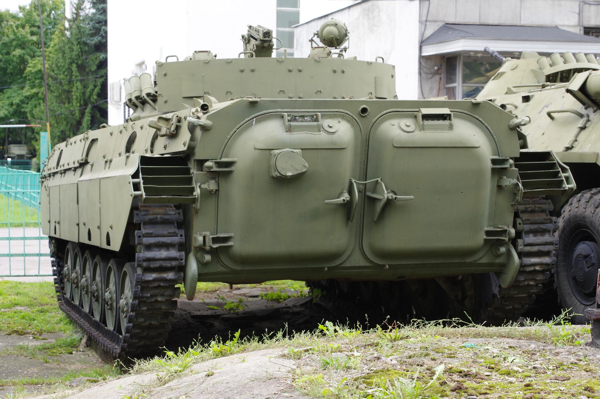 Боевая машина пехоты БМП-2Д в экспозиции Центрального музея Вооружённых сил Российской Федерации