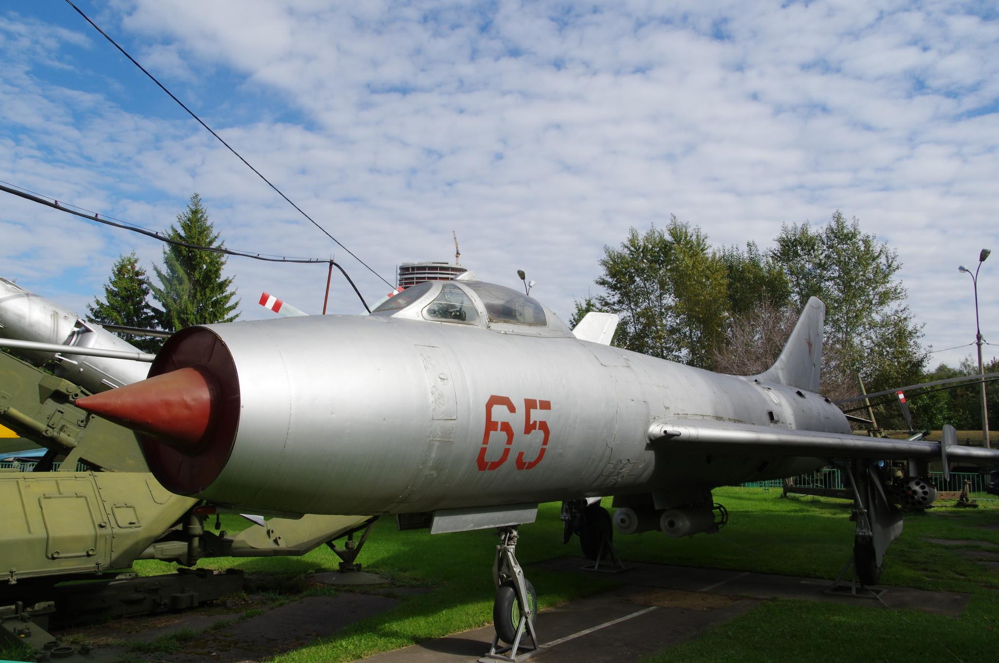 Реактивный истребитель-бомбардировщик Су-7Б. Центральный музей Вооружённых сил Российской Федерации (улица Советской Армии, 2)