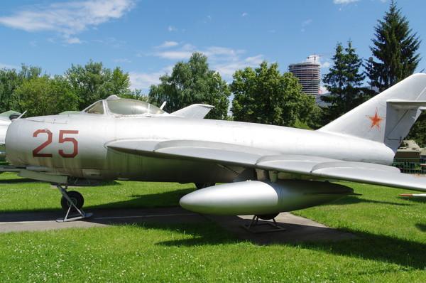 Реактивный истребитель МиГ-17 в экспозиции Центрального музея Вооружённых сил Российской Федерации