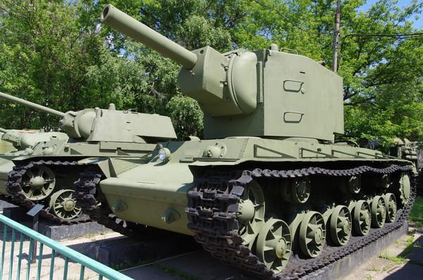 Тяжёлый танк КВ-2 в Центральном музее Вооруженных Сил