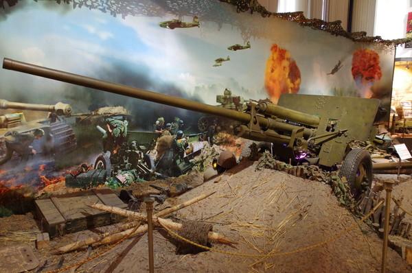 57-мм противотанковая пушка образца 1943 года ЗИС-2 (Центральный музей Вооружённых сил Российской Федерации)