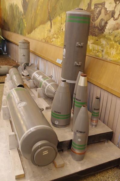 Образцы боеприпасов химического оружия (Центральный музей Вооружённых сил Российской Федерации)