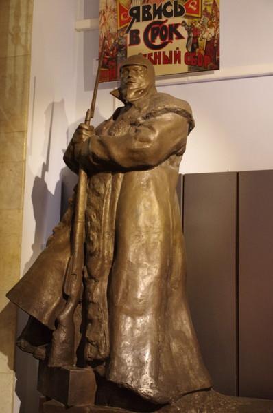 «Часовой». Леонид Владимирович Шервуд (18). Гипс тонированный, 1933 г. (Центральный музей Вооружённых сил Российской Федерации)