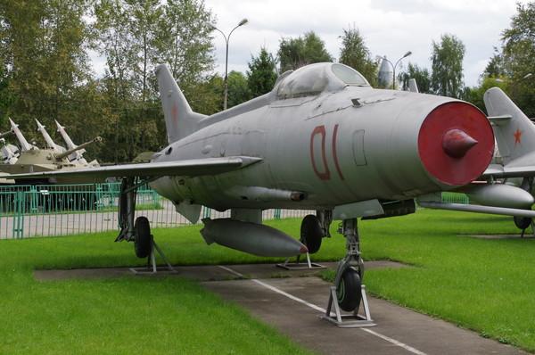 Реактивный истребитель МиГ-21 Ф-13 в экспозиции Центрального музея Вооружённых сил Российской Федерации