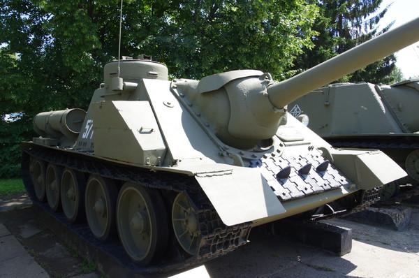 Самоходная артиллерийская установка СУ-100 в экспозиции Центрального музея Вооружённых сил Российской Федерации
