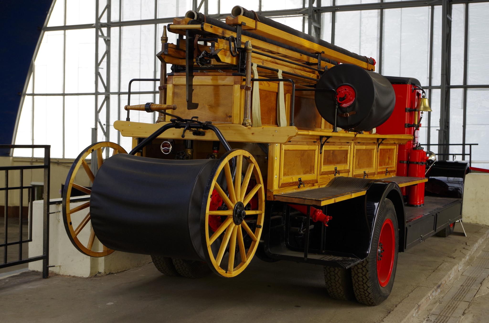 АМО-4 пожарная «линейка» набазе 2,5 тонной модели АМО-4