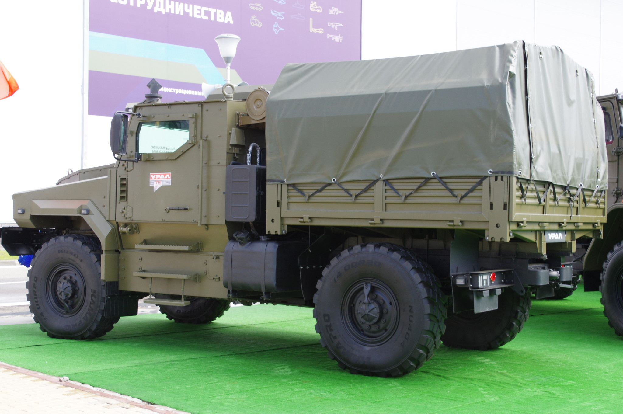 Защищённый автомобиль «Урал-53099» с колёсной формулой 4х4