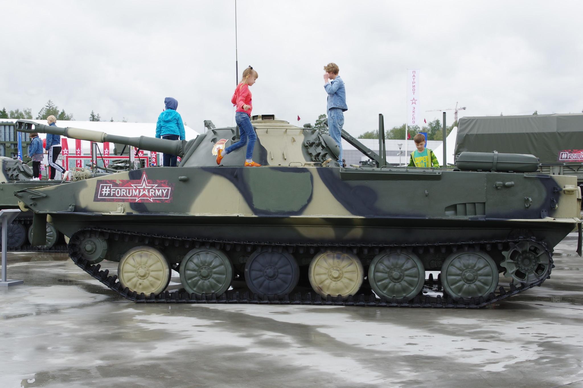 Лёгкий плавающий танк ПТ-76Б