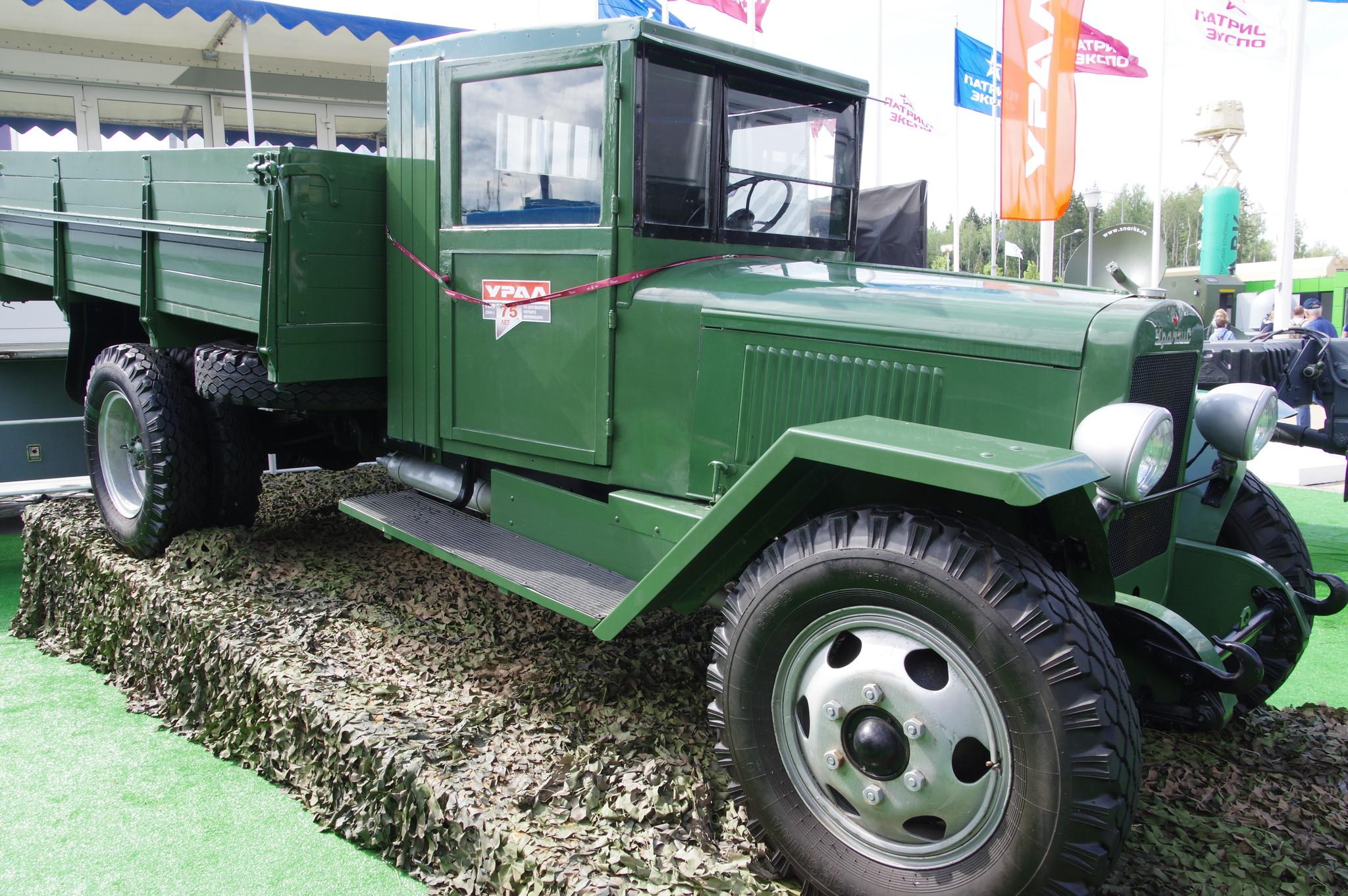 Грузовой автомобиль ЗИС-5В производства УралЗИС. Завод расположен в городе Миассе Челябинской области