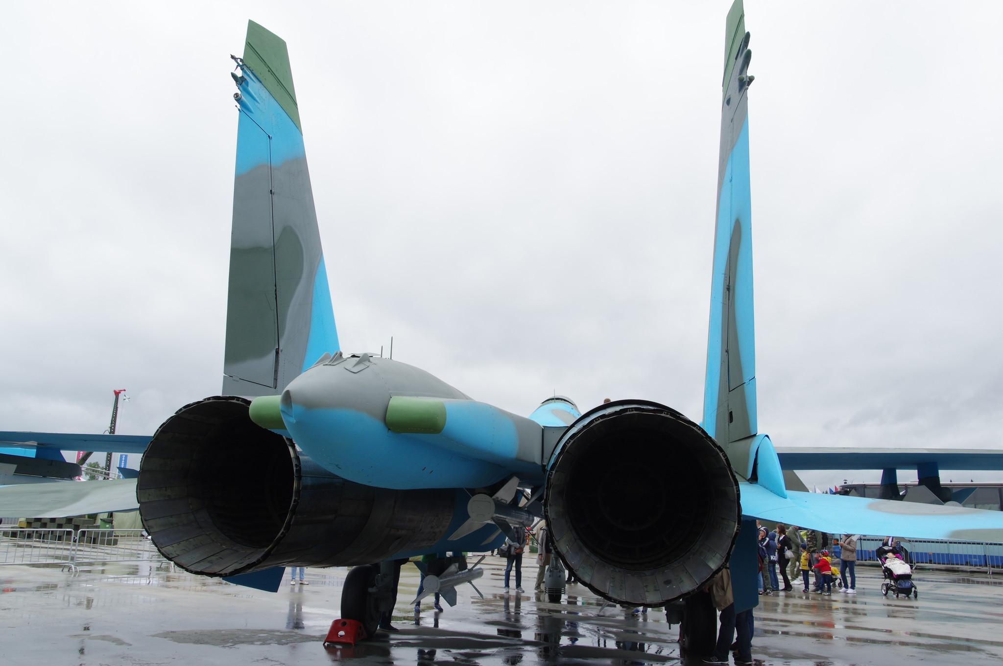 Всепогодный сверхзвуковой тяжёлый истребитель Су-27