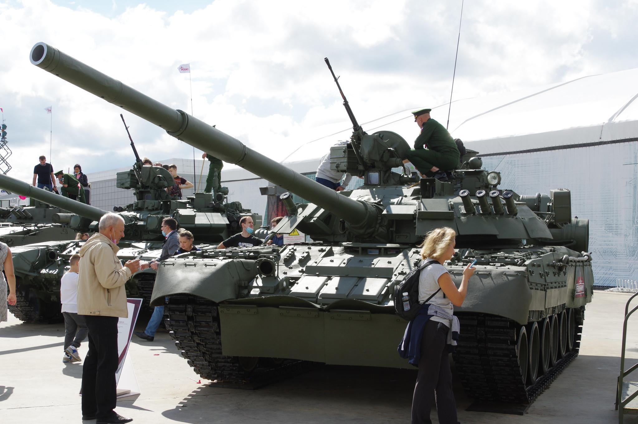 Основной боевой танк Т-80У-Е1
