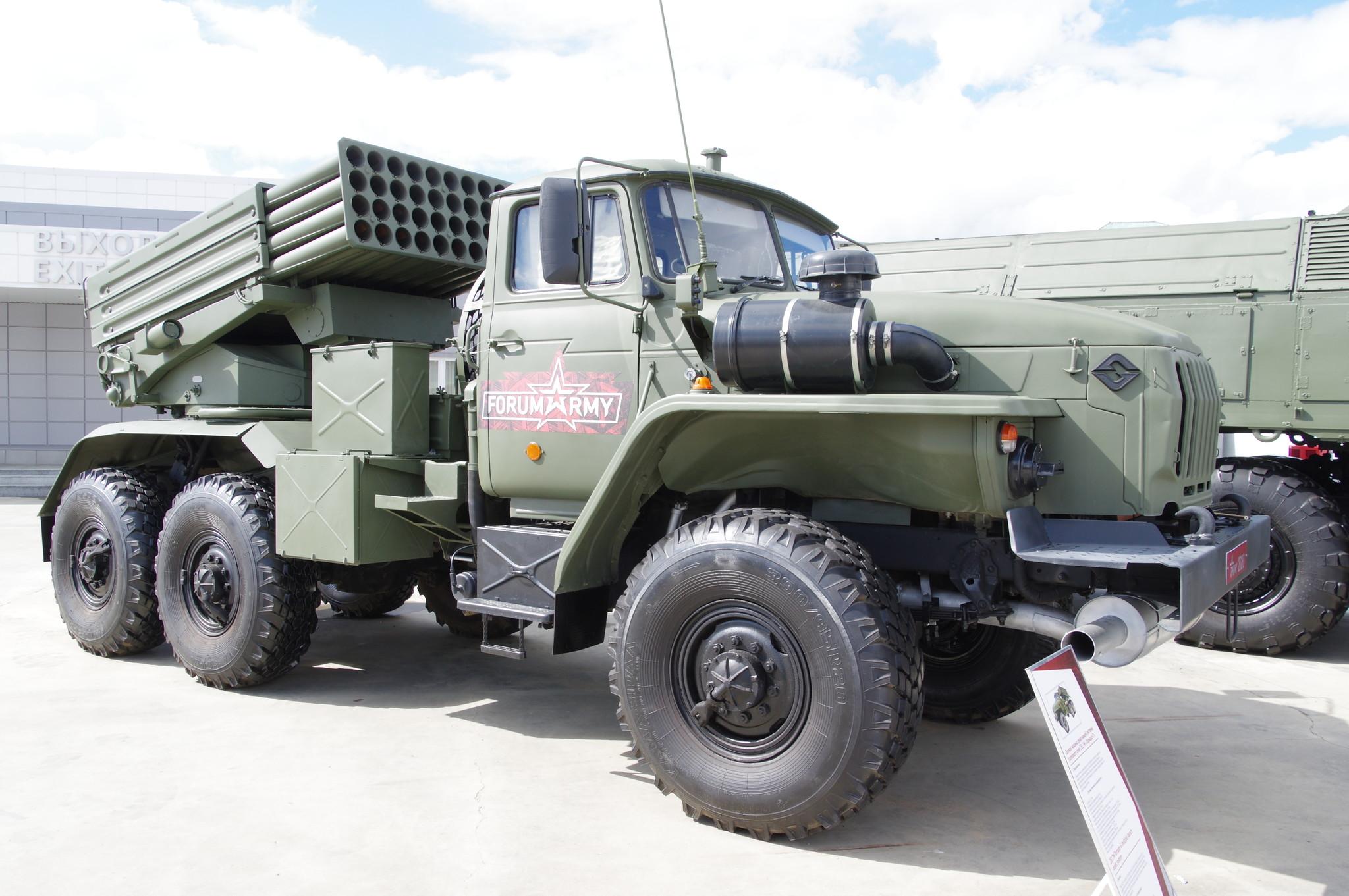 Боевая машина реактивной системы залпового огня 2Б17М «Торнадо-Г»