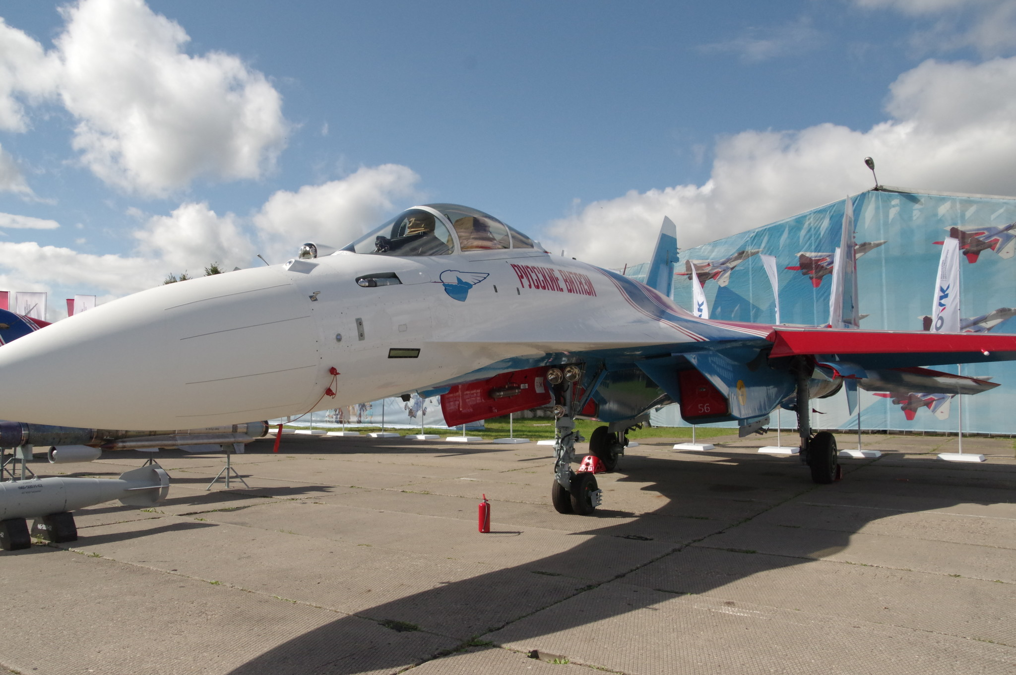 Одноместный сверхманевренный многофункциональный истребитель Су-35