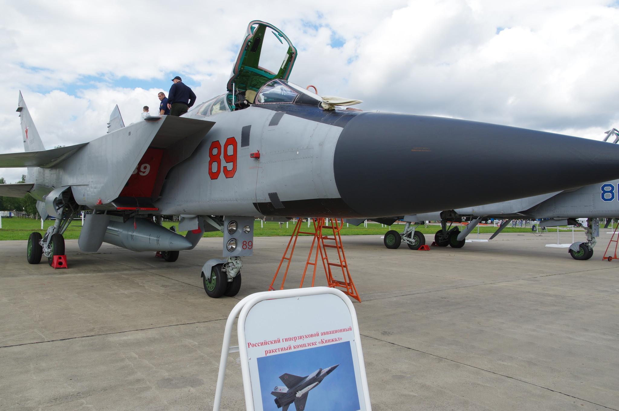 МиГ-31К (бортовой номер «89 красный») с гиперзвуковым авиационным ракетным комплексом «Кинжал»