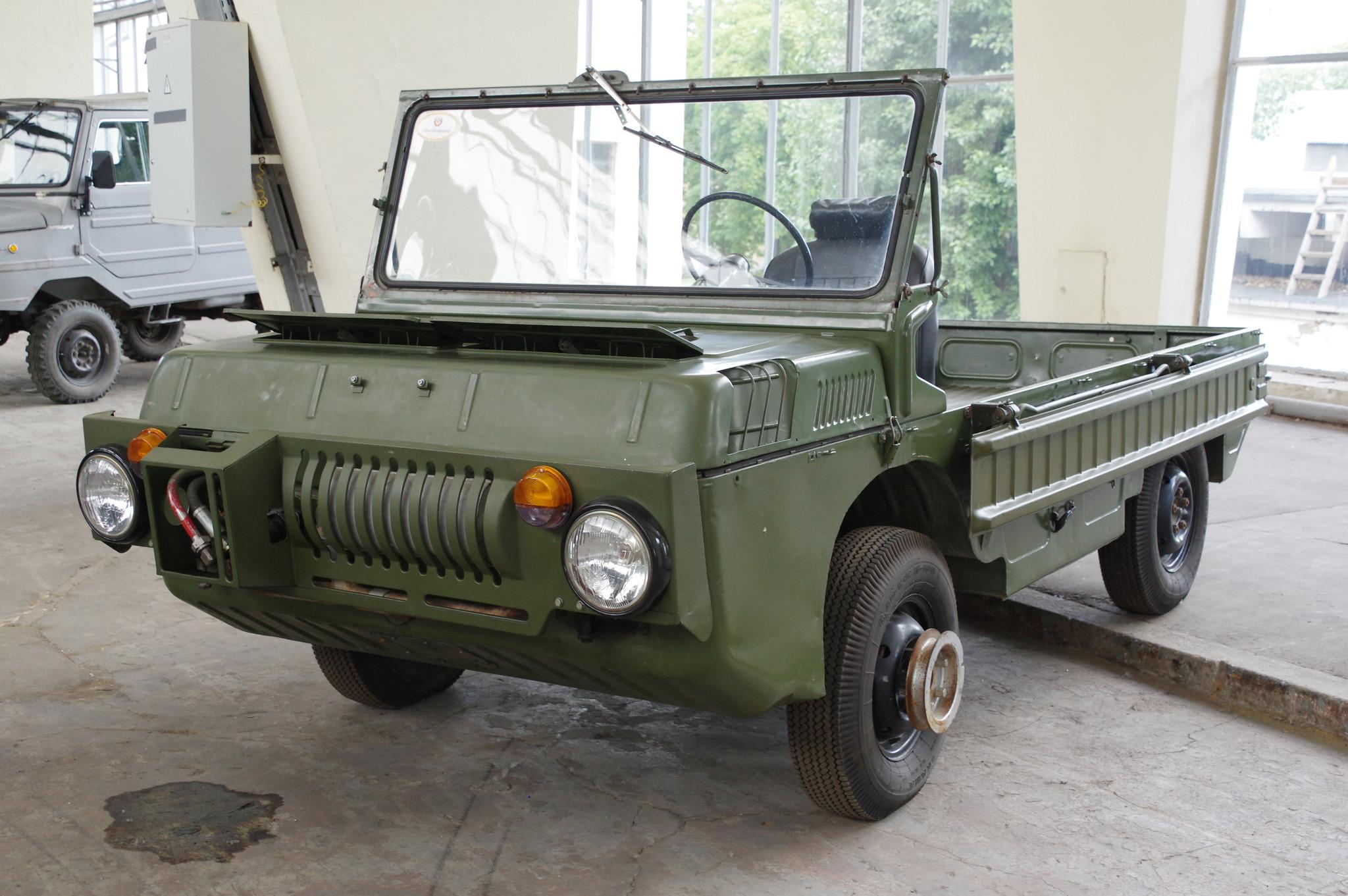 Транспортёр переднего края (гражданское обозначение ЛуАЗ-967)