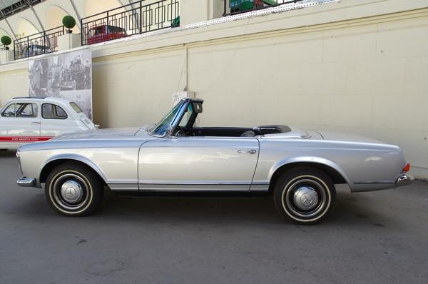 Автомобиль Mercedes-Benz 230 SL