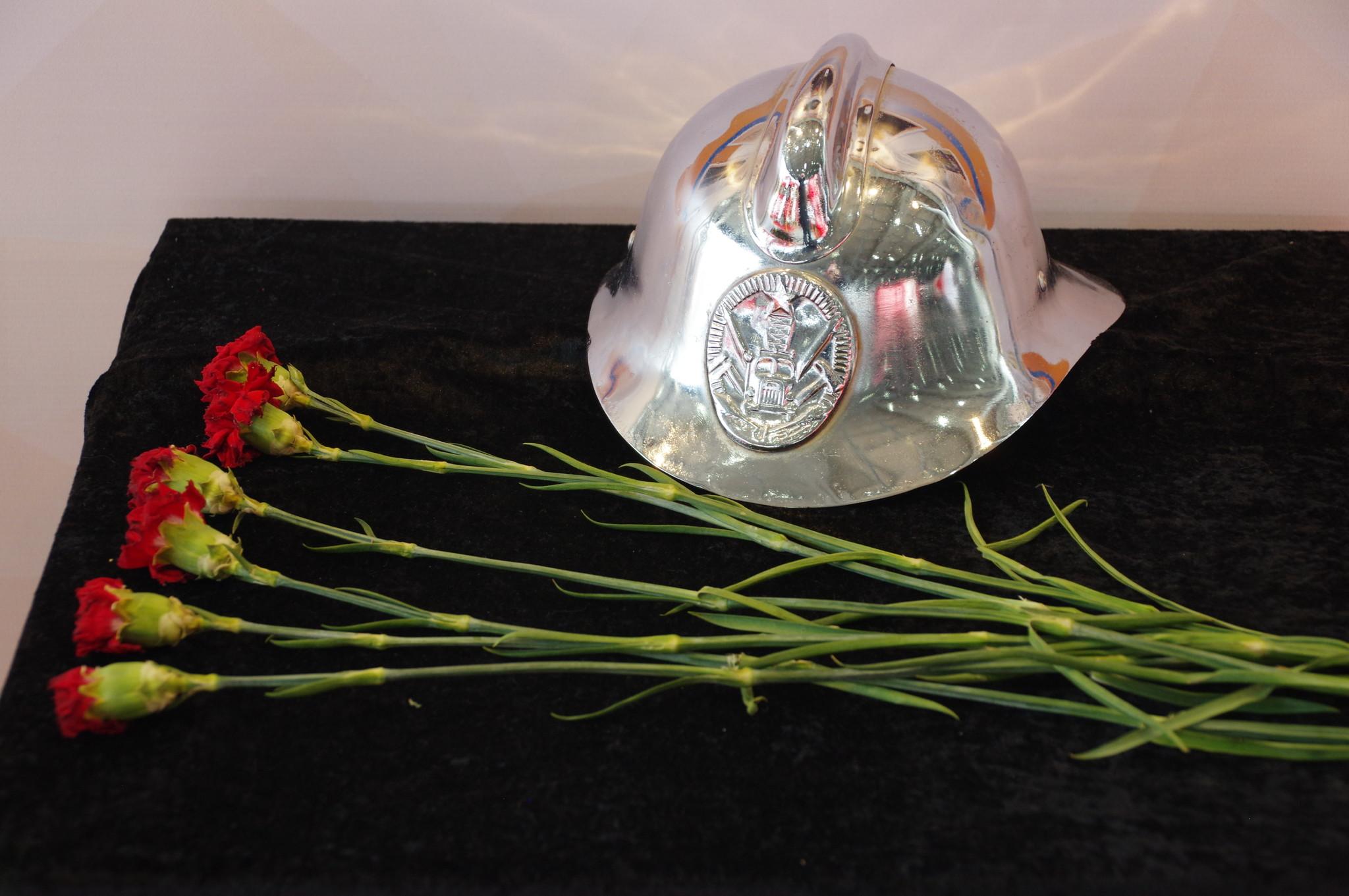 В память о погибших при исполнении служебного долга огнеборцев