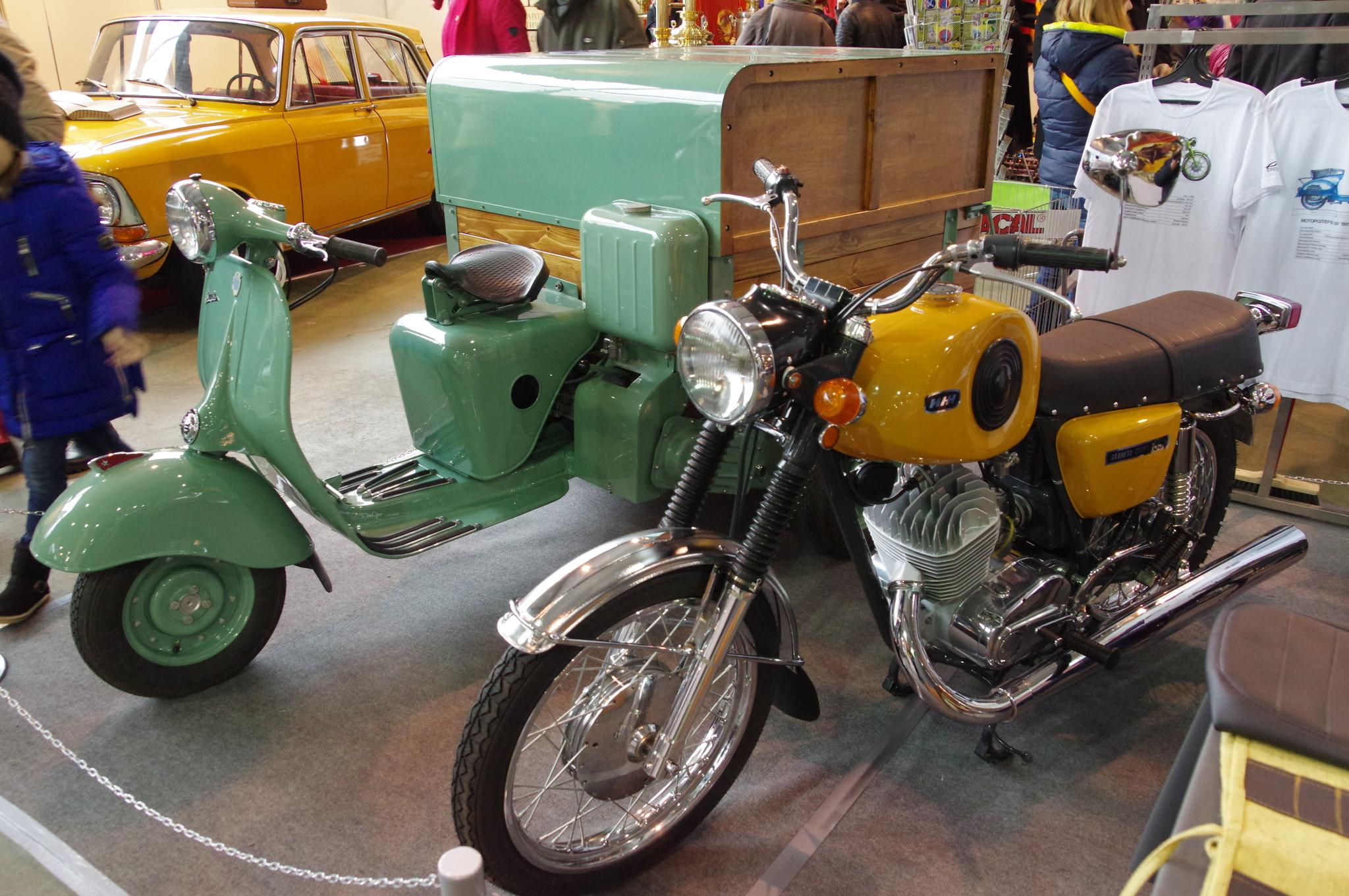 Мотоцикл «Иж Планета Спорт 350» и трёхколёсный мотороллер «Вятка МГ-150»