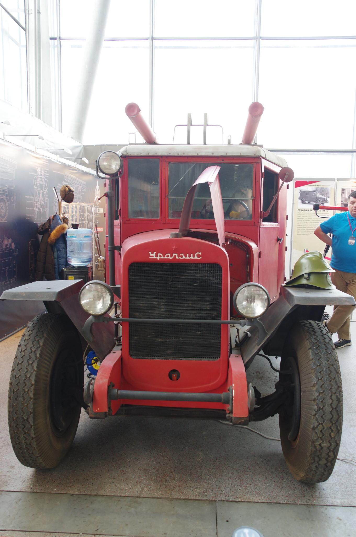 Пожарная автоцистерна ПМЗ-11 на шасси «УралЗиС-5»
