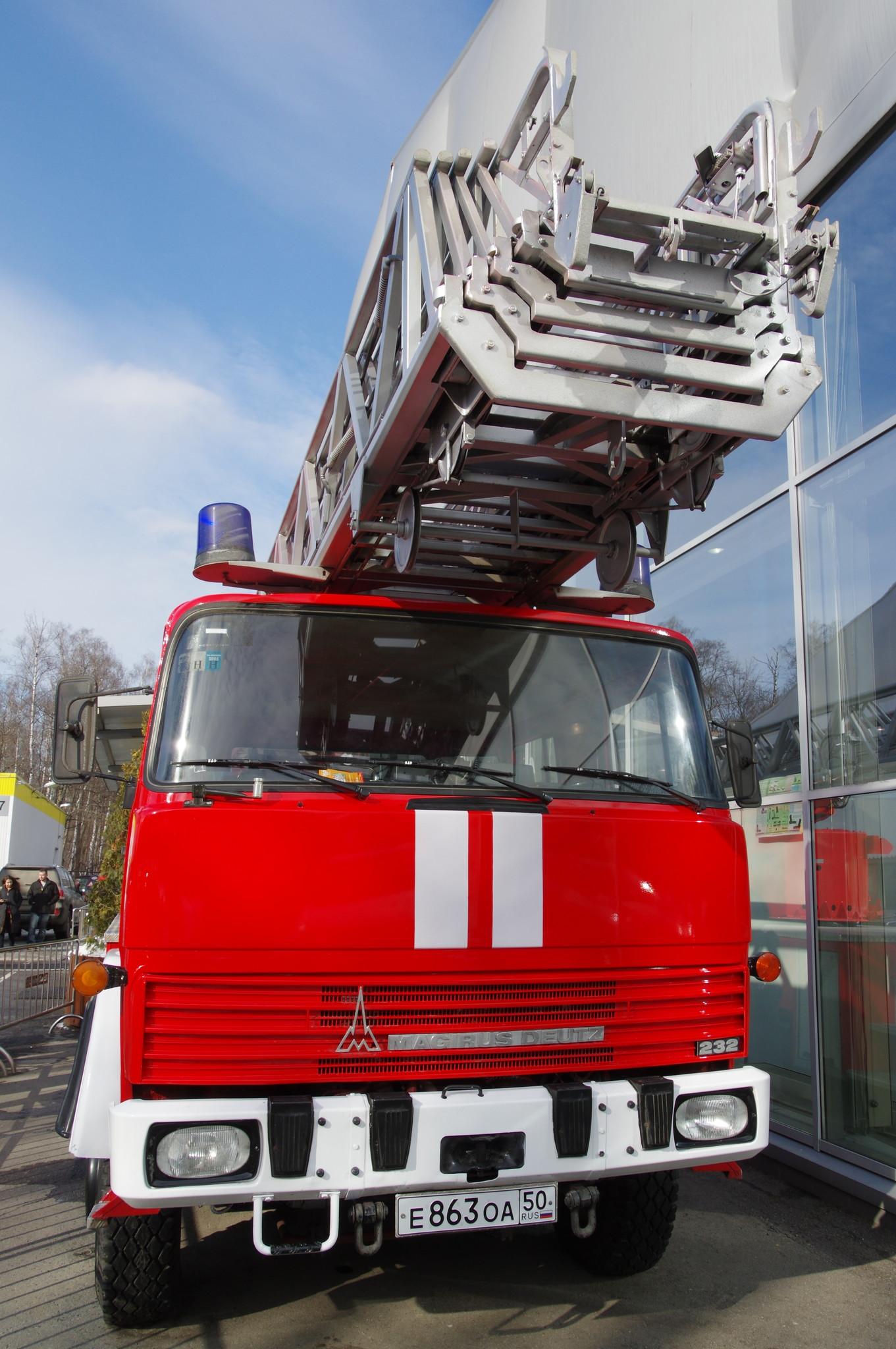 Пожарный автомобиль Magirus-Deutz 232D15 с 50-метровой раздвижной лестницей DL50